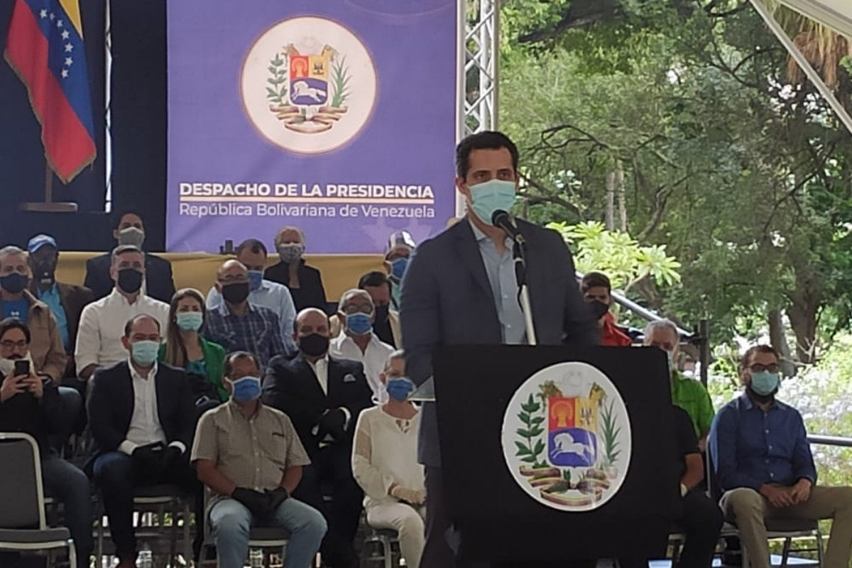 Guaidó convoca a protestar masivamente y pide unirse a manifestación de docentes el 5O