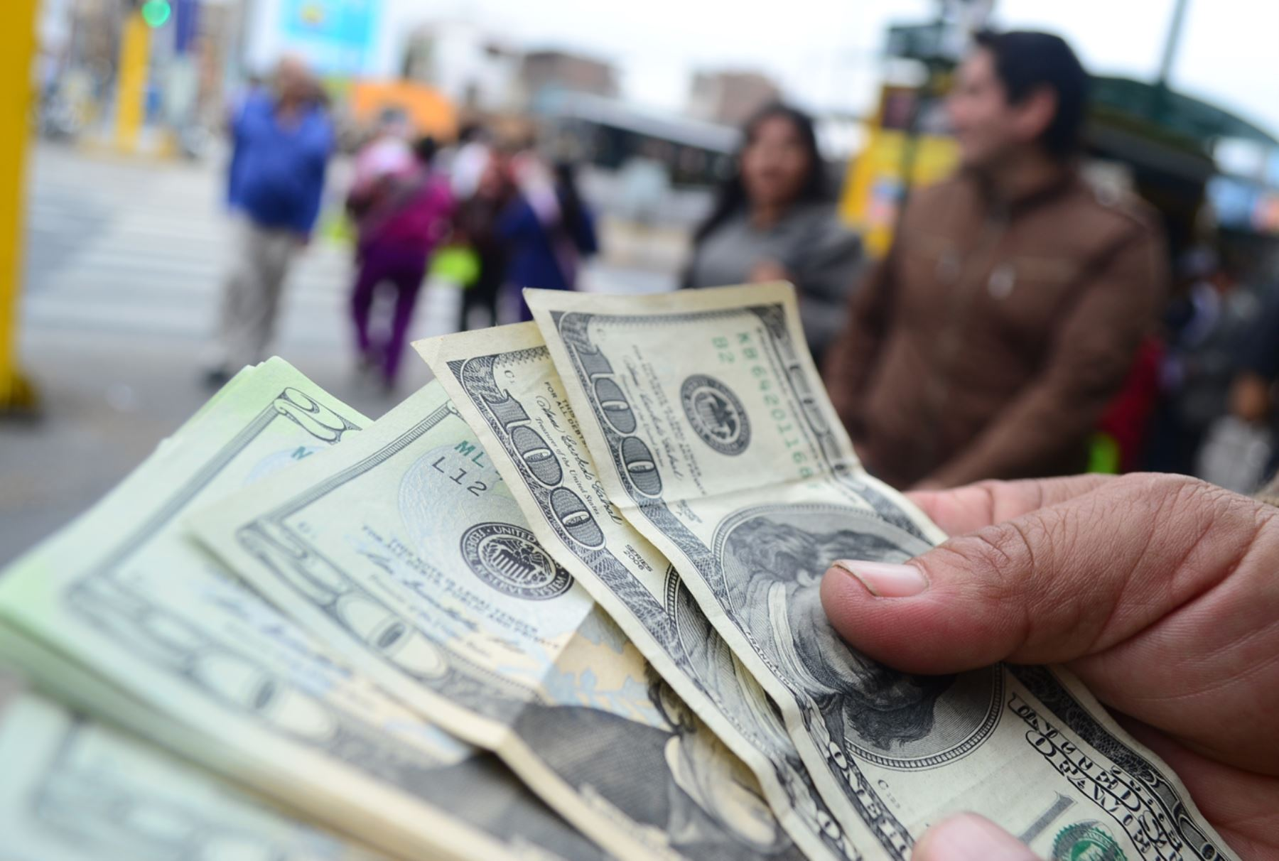 Bloomberg: 'Darwinian Dollarization in Venezuela'