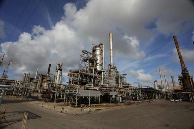 Venezuela's oil unions accuse government of persecution