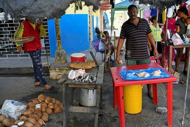 Venezuelans risk lives to buy flour, rice from Trinidad and Tobago