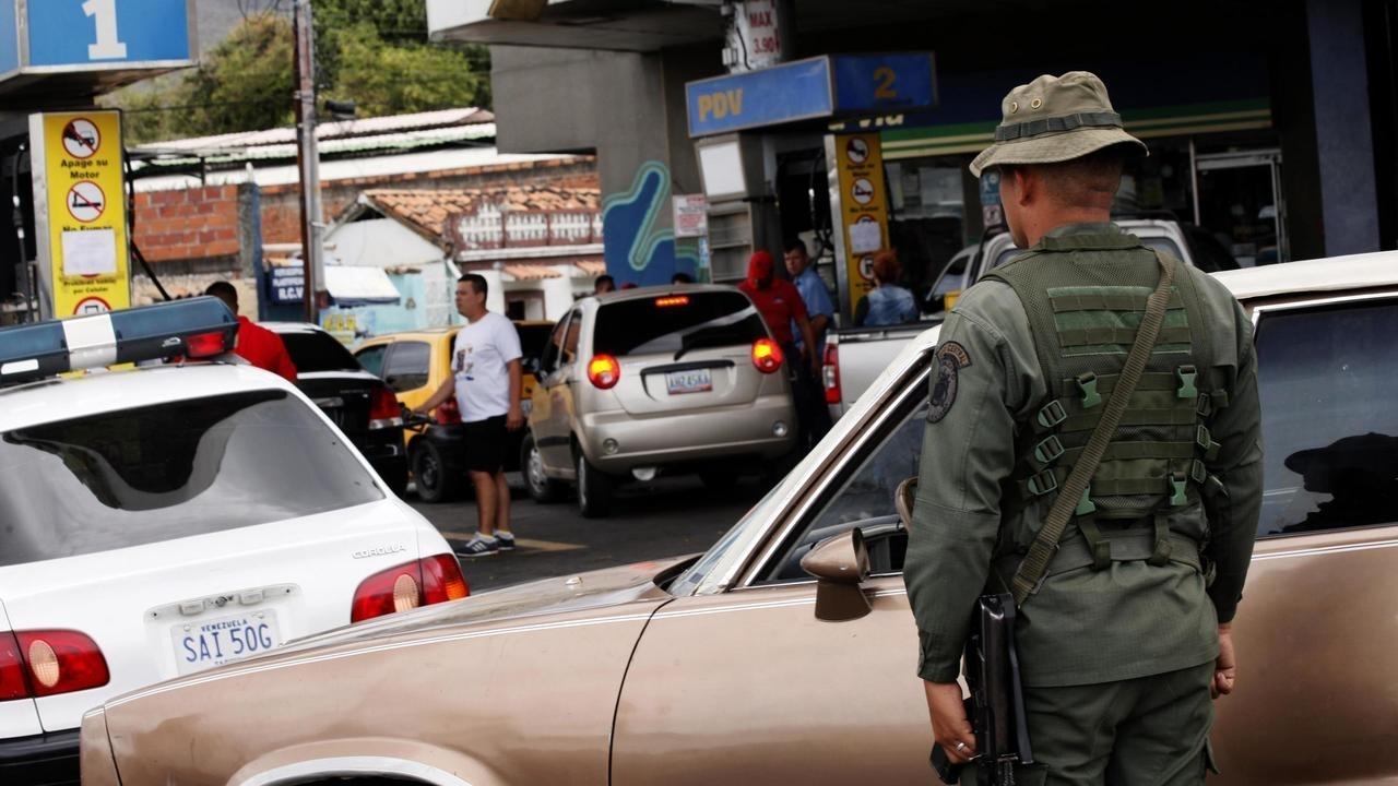 Venezuela's new taxi drivers: moonlighting soldiers –