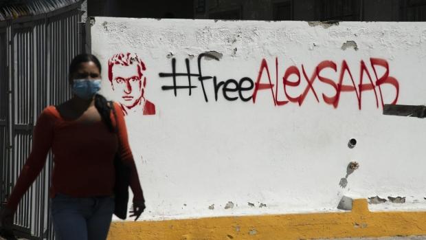 Mysterious Graffiti Praising Maduro Financier Pops Up in Caracas
