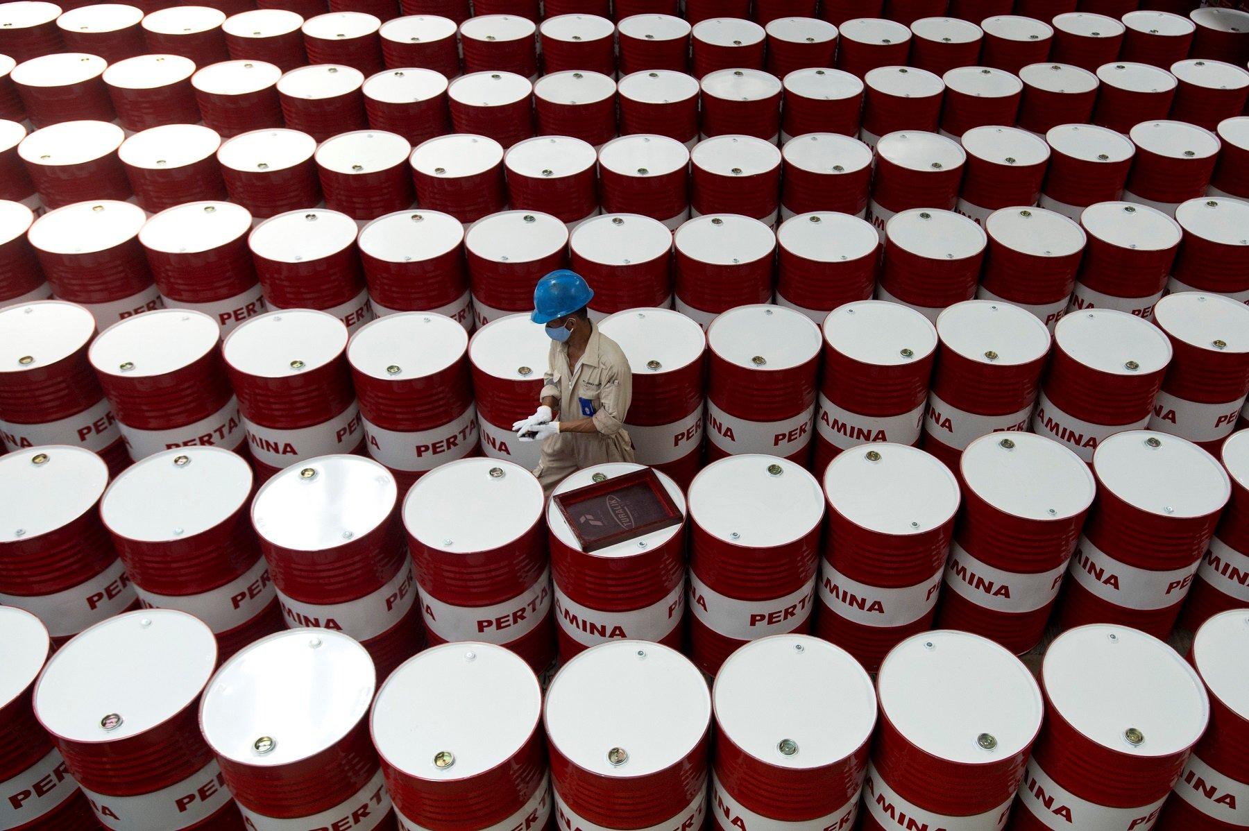 Venezuela Has 300 Billion Barrels of Oil and Is a Poverty Train Wreck