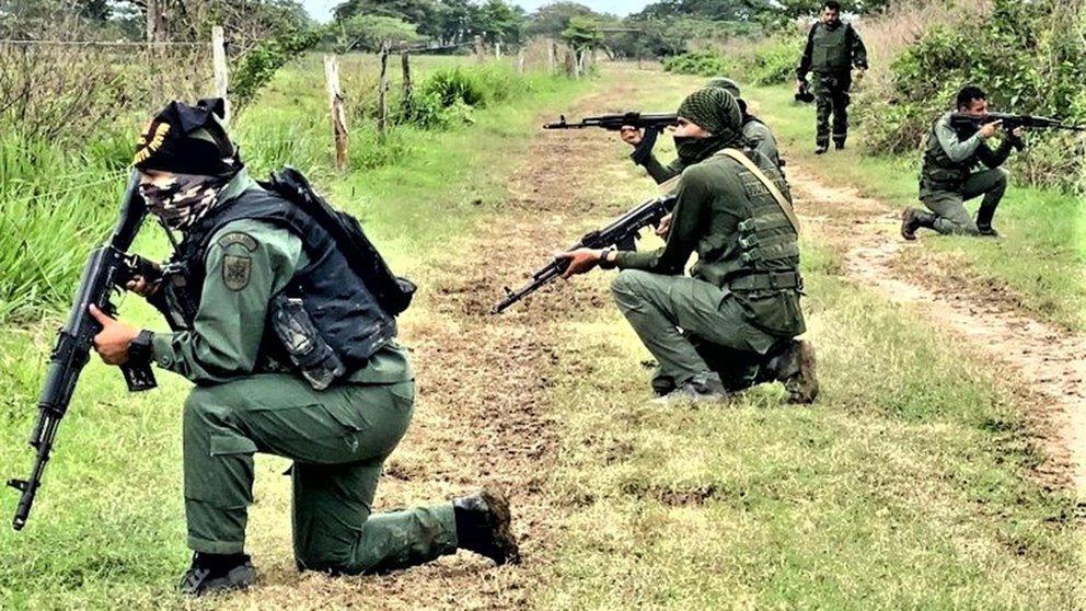 RCN: Al menos 12 militares venezolanos habrían muerto tras nuevo enfrentamiento entre guerrilla y la Fanb