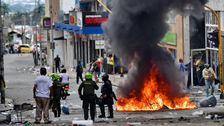 """Disidencias de Farc, ELN y el """"Movimiento Bolivariano"""" estarían detrás del vandalismo en Colombia"""