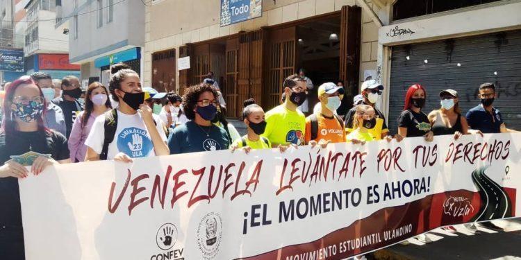 Trabajadores del sector salud se unen a los estudiantes en su Ruta por Venezuela
