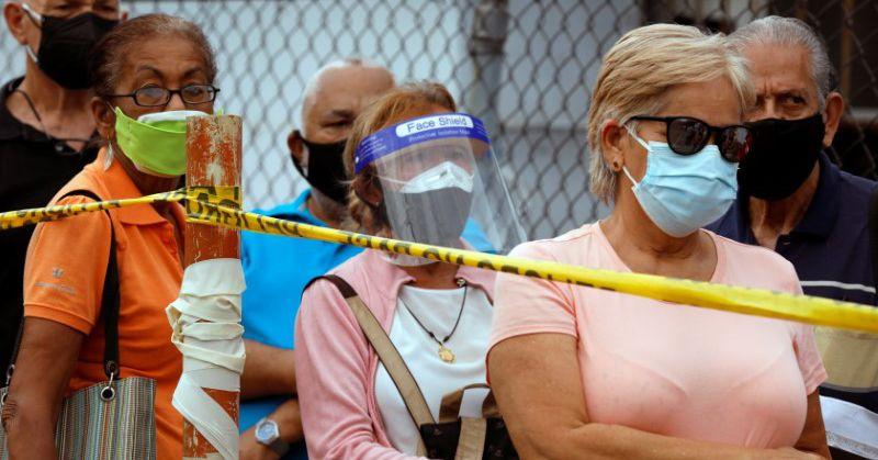 Venezuela seniors complain of disorder, confusion in vaccination campaign