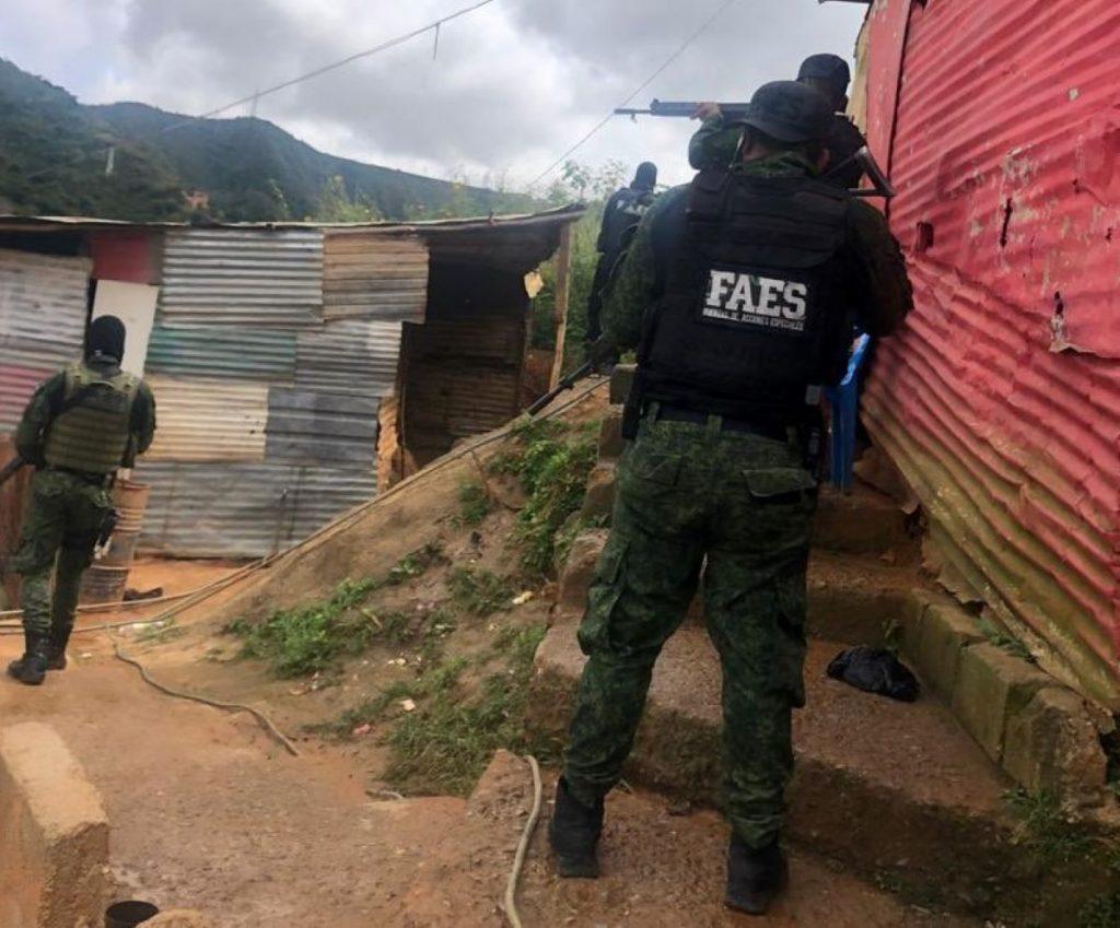 Detenciones y allanamientos arbitrarios: denuncian irregularidades en La Vega tras despliegue de operativo del régimen
