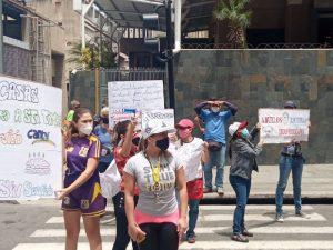 Protestan en la avenida Urdaneta para exigir restitución del servicio de Cantv