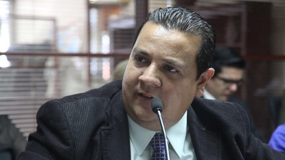 Detienen a director de ONG que denunció nexos de Maduro con las FARC