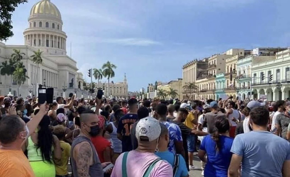 Cuba pierde el miedo y se levanta contra la dictadura al grito de «libertad»