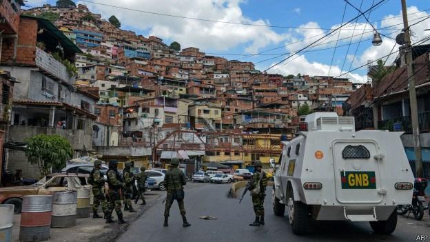 Cacerolazo en la Cota 905 para impedir actuación policial: ¿aliados del Coqui o ciudadanos bajo amenaza?